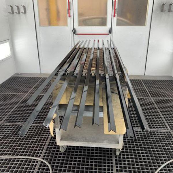 Schade Service Blerick aluminium spuiten voor montagebedrijf verstappen